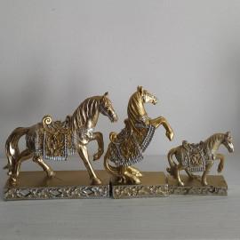 3 részes ló szobor