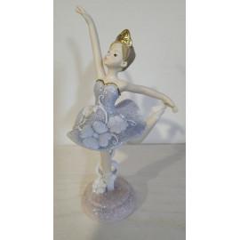Táncosnő figura